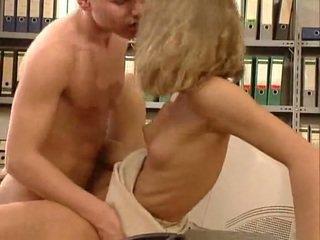 Vokiškas labai karštas ofisas seksas. gražu hottie