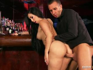 Bar joder con grande breasted valerie kay