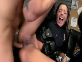 Seksowne policja kobiety getting anally pumped i loving to