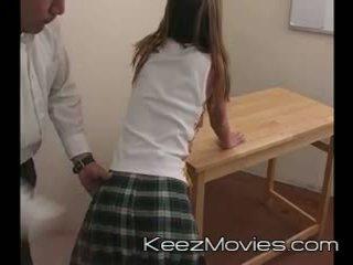 Kimberly adolescenta spanked pentru dormind în clasă - tren wreck