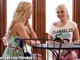 Allgirlmassage 熟女 step-mom レズビアン facesits - ポルノの ビデオ 031