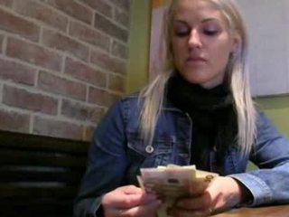Tjeckiska flicka beata cum på fittor för kontanter