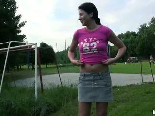 Чешка дівчина lara солодка analyzed для гроші