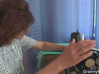 А клиент bangs стар sewing