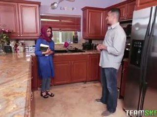 Rinnakas arab teismeline gets a kuum sperma filling