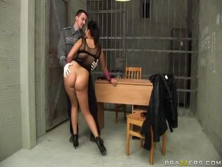 Jasmine أسود gives اللسان إلى شرطي و gets الحمار مارس الجنس