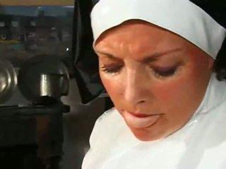 Groß chested mollig nonne fucks & sucks