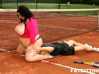 BBW brunette facesits her tennis teacher at tennis court