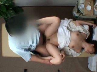 Mosaic; reluctant vrouw seduced door masseur