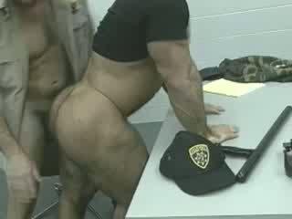 Officers üzerinde the loose