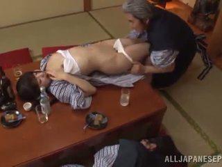Sleaze arisa has jej japońskie miód pot shaged przez dojrzała guy