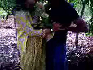 Guy succeeded në në qij e tij vajzë mik në pyll