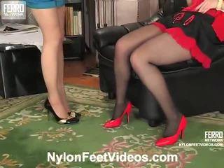 Ninon e agatha porca meias longas pés filme ação