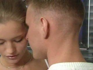 Гаряча німецька російська підліток в офіс секс дію