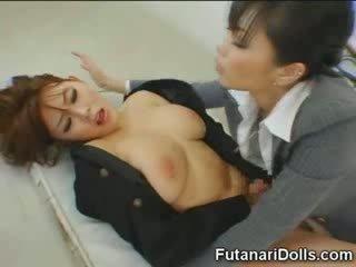 Futanari tastes vlastní připojenými opčními!