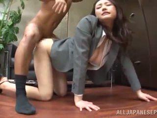 Tsuna nakamura has banged em an agradável posição em an escritório