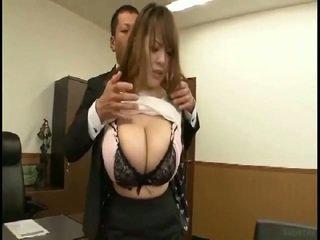 大规模 奶 日本语 gets fondled