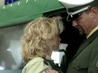 Nemecké polícia gives a grate lesson na príťažlivé blondýna násťročné video