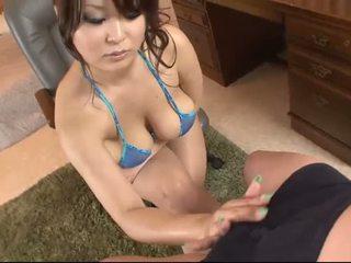 Buah dada besar asia di blue bikini blows sebuah kontol