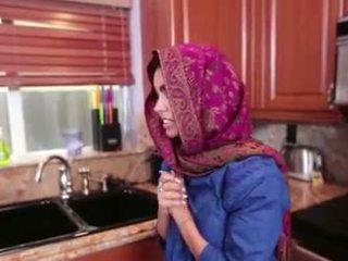 Arab tonårs ada gets en warm fittor cream
