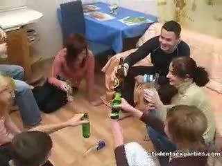 술에 취해 섹스 난교