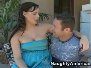 Krūtainas brunete brooke lee adams spēlē a resnas boner