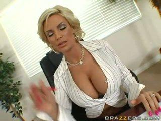 Milf su didžiulis krūtys nemokamai video