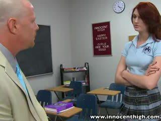 студент, червенокос човек, бръснат