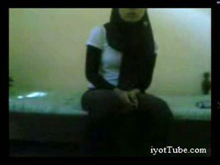 Muslim έφηβος/η μαθητής/ρια στο κοιτώνας μέρος 1