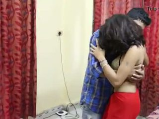 Desi milf's brüste fondled wirklich schwer von salesman ## hindi heiß kurz film