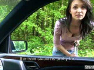 Belle gets një falas udhëtim në the kokosh treni
