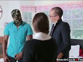 Ganska brunett tonårs amirah adara nailed av enormt svart kuk