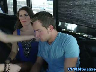 Abby šķērsot tugging dzimumloceklis ar friends