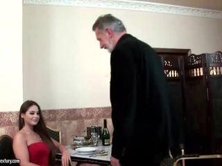 Cathy heaven enjoys seksas su senas vyras