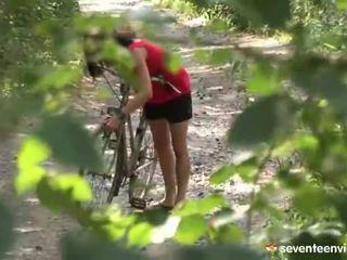 Hatdcore screwing dedans la forêt