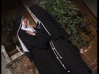 Lesbian nuns jilat setiap lain