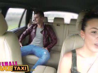 Femalefaketaxi Mainit cabbie wants upang get fucked at mayroon pagbuga ng tamod lahat over kanya perpekto suso video