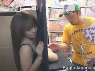Hitomi tanaka प्रदर्शन बंद उसकी विशाल बूब्स
