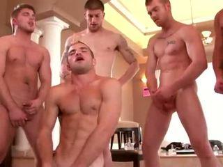 Goed built studs enjoying een homo orgie