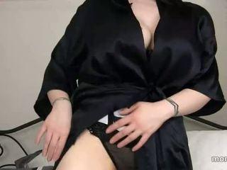 Mama ditemukan di luar sons porno sejarah
