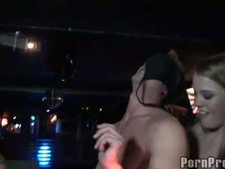 Opité klub bitches abusing male stripper na the klub