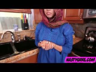 Hijabi flicka ada has till suga balle och obey