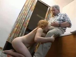 Uomini Anziani E Giovanissime