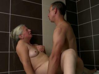 Стар мама takes млад хуй в баня, hd порно 2e