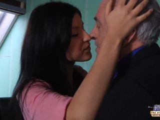 Velho professora gets um sexo pausa a partir de jovem estudante