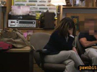 Foxy pieptoasa femeie inpulit în the camera din spate pentru plane ticket