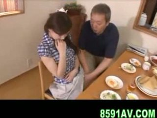 Голям бюст съпруга gives по-стари мъж духане
