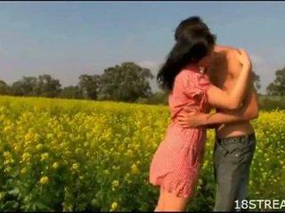 סוטה נוער זוג דופקים הארדקור outdoors