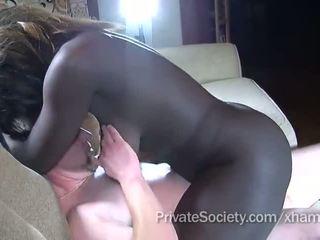 흑단 소녀 fucks a 사람 twice 그녀의 나이