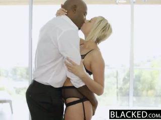 Blacked blond kate england gets anaal pärit tohutu mustanahaline riist